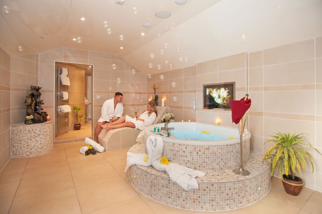 Honey Suite With Hot Tub And Spa Bathroom Windermere