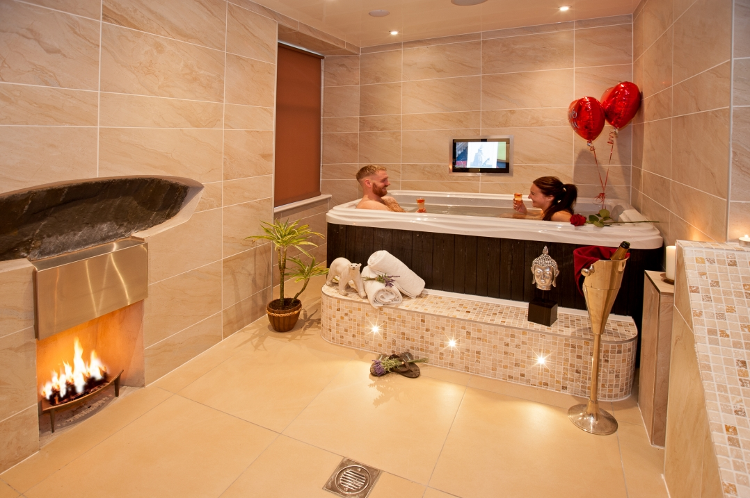 Sugar Suite With Hot Tub And Spa Bathroom Windermere