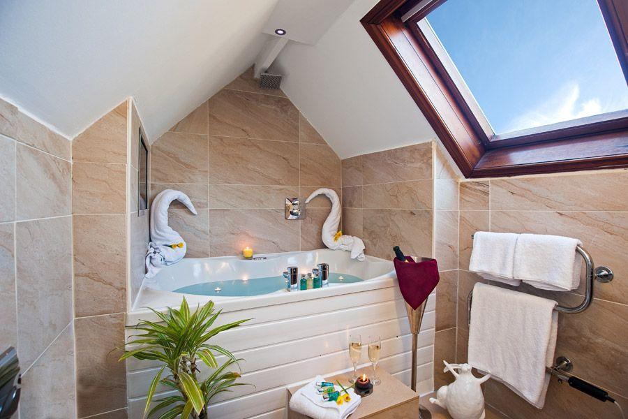 Love Snug Suite and Sauna with Spa Bathroom