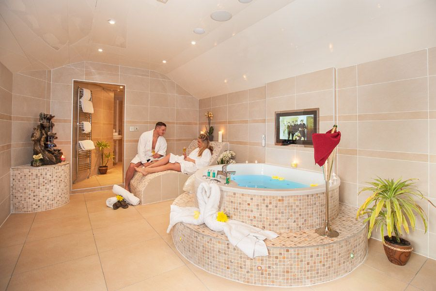 Honey Suite with Hot Tub and Spa Bathroom