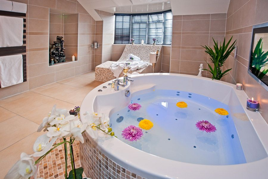 Sweetheart Suite with Hot Tub and Spa Bathroom